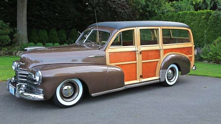 Dragers classic cars a woody in a driveway