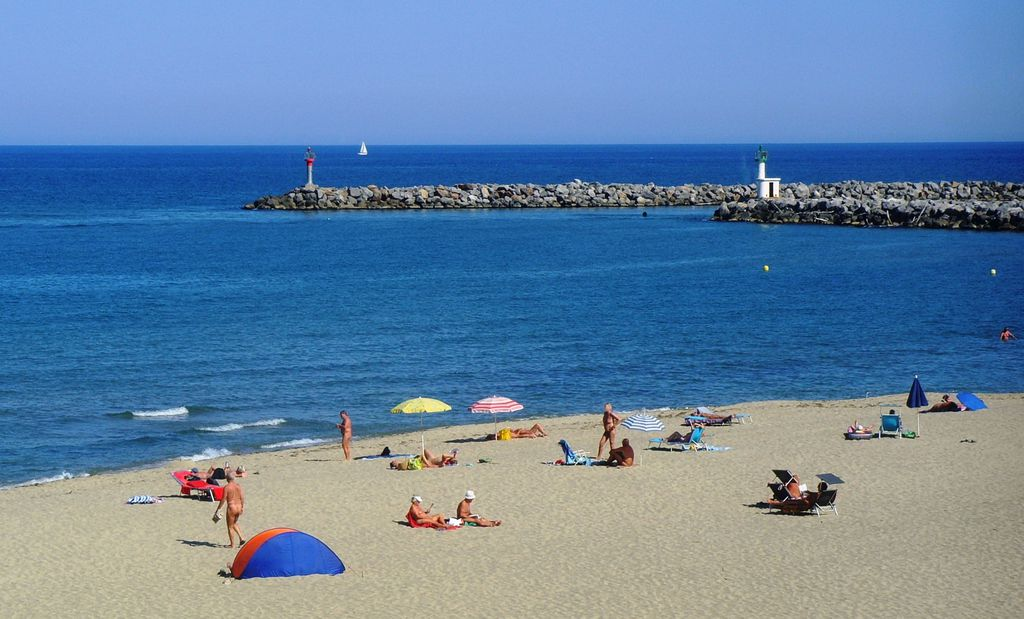 nude beaches in Leucate Plage France people laying on the beach naked