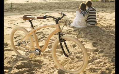 Materia Bicycles with a loving couple on the sand